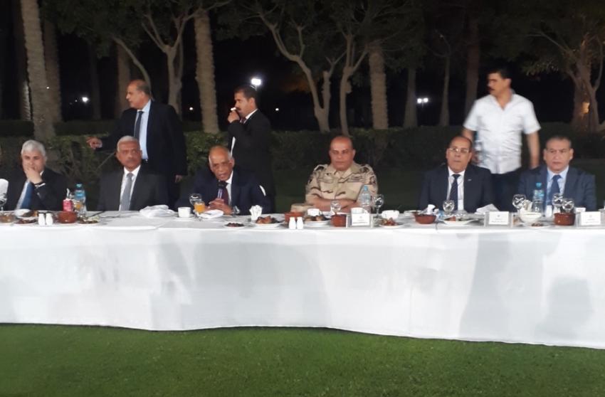 """عبدالعال"""" و""""عرفات"""" و""""صقر"""" على مائدة إفطار بالعين السخنة"""