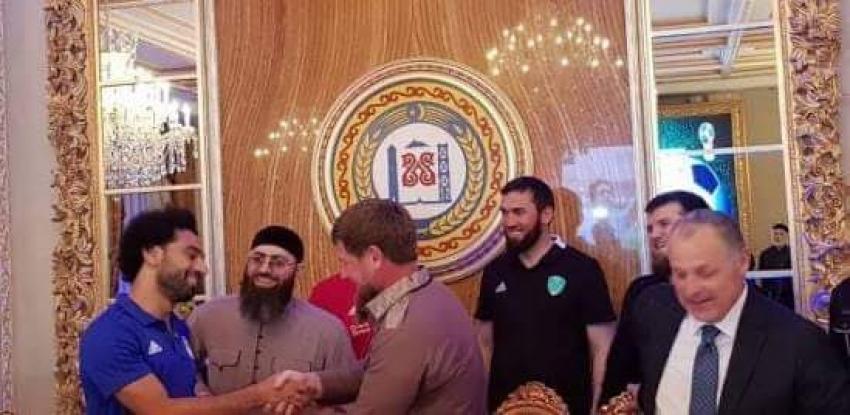 """""""حق المواطنة الشيشانية"""".. اخر تكريم لـ""""صلاح"""" بعيدا عن الكرة"""