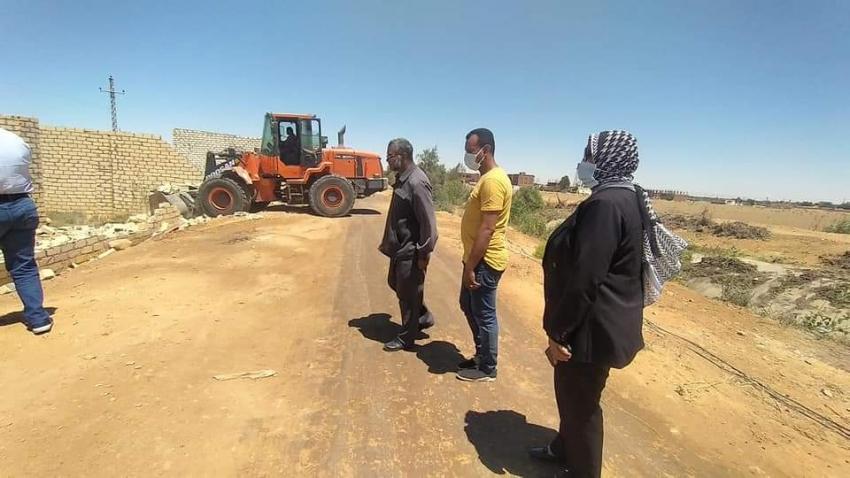 حى فيصل يقوم بإزالة التعديات على الأراضي الزراعية بمساحه ٨٣٠ متر بقرية محمد كريم