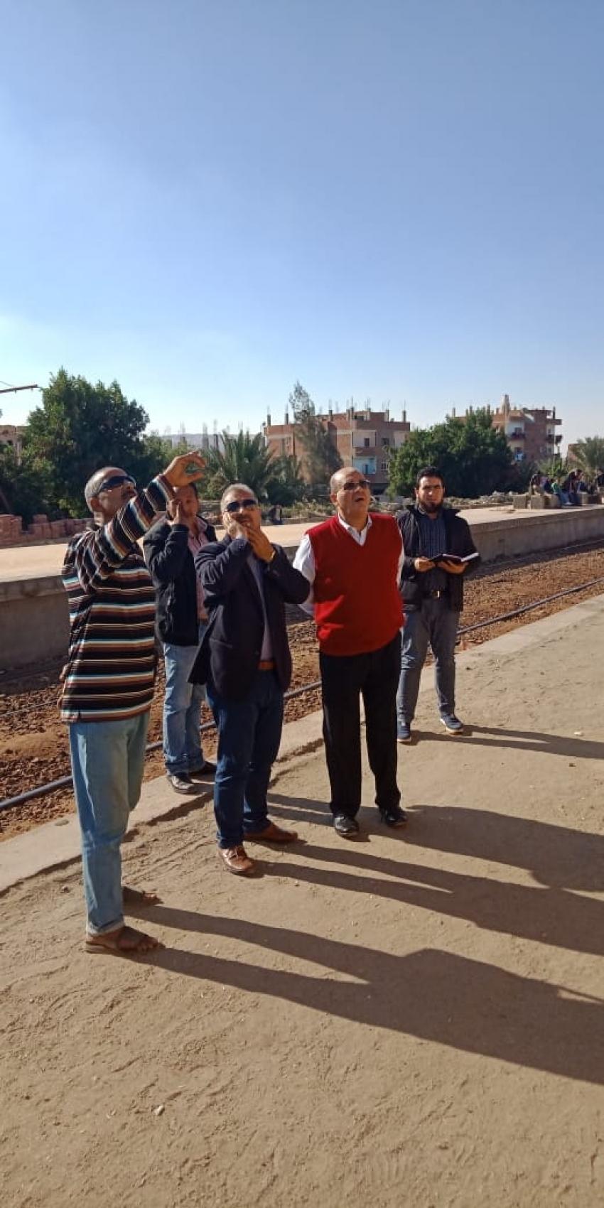 النائب طارق متولي يرافق قيادات السكة الحديد لتفقد اعمال تطوير مزلقانات السويس