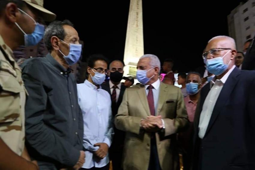 بالصور : محافظ السويس يفتتح ميدان مصر  .