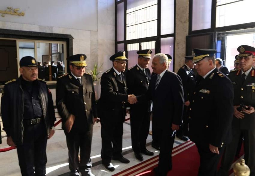 محافظ السويس يهنئ القيادات الأمنية بمناسبة عيد الشرطة ال ٦٨