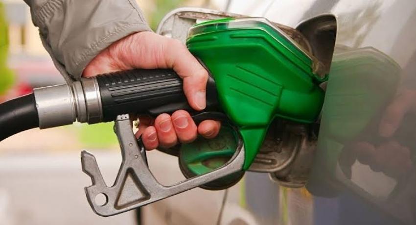 أسعار البنزين الجديدة.. الحكومة تعلن تحريك أسعار الوقود