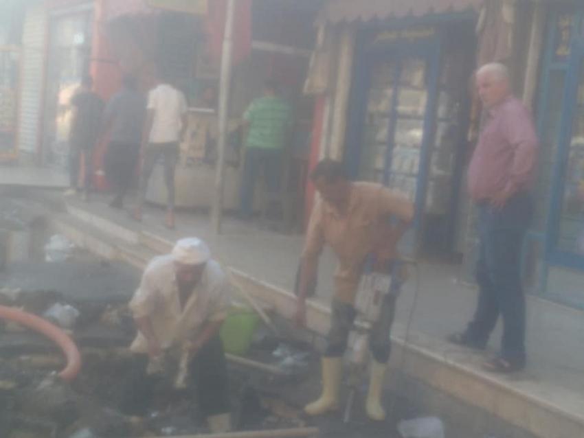 حي السويس وهيئة القناة يقوما باصلاح كسر خط مياه شرب بشارع امين الحسيني ..عودة المياه خلال ساعتين