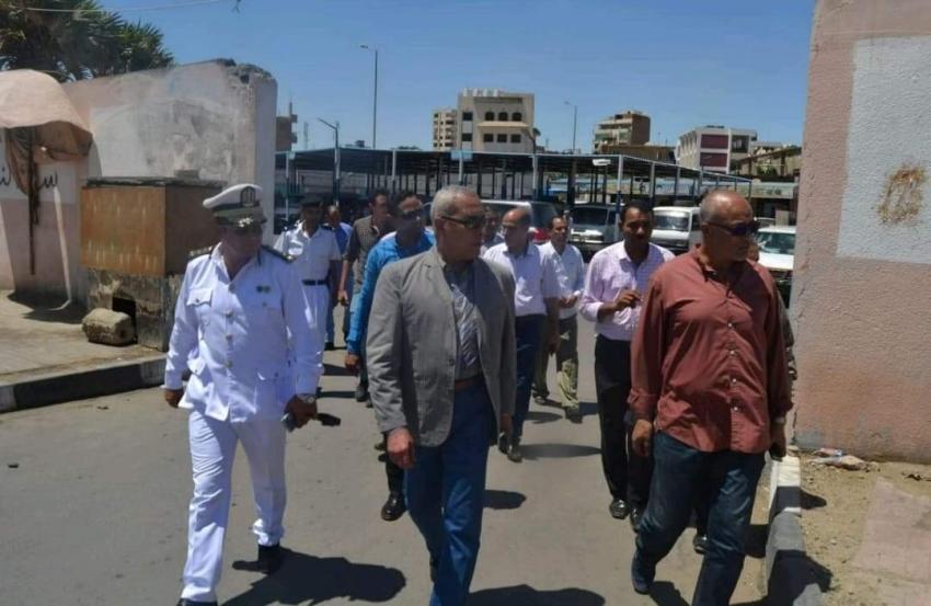 محافظ السويس يسحب رخصتين لمخالفتهم وتحرير محضر لسائق خالف التعريفة بموقف التوفيق ومحضر أخرلبيع انبوبة بوتاجاز بـ 55جنيهاً بعتاقة