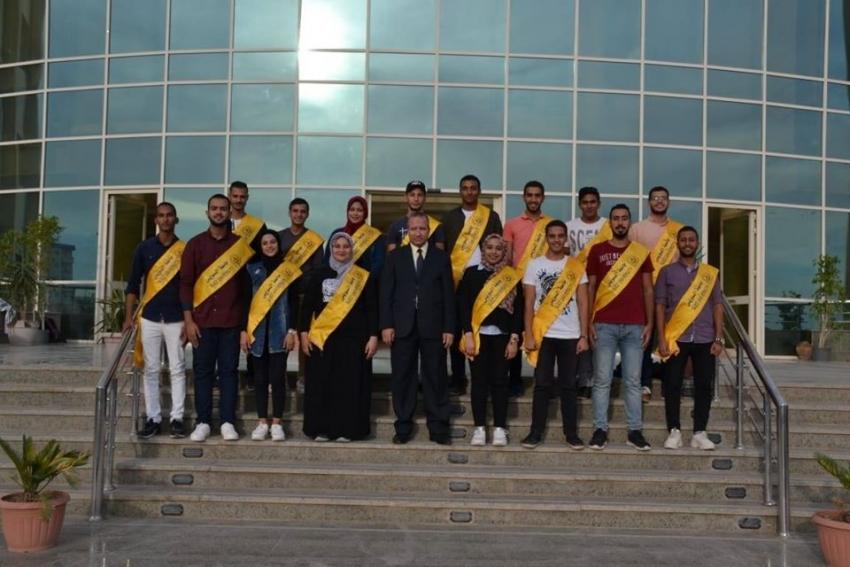 رئيس جامعة السويس يلتقي بأعضاء مجلس اتحاد الطلاب