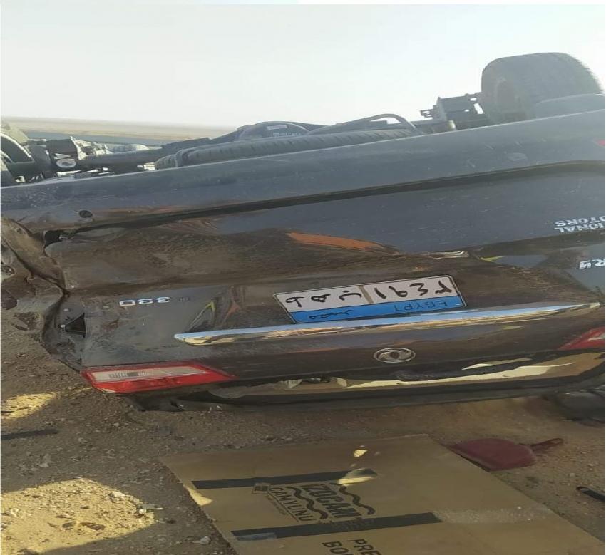 انقلاب سيارة ملاكي على طريق القاهرة السويس