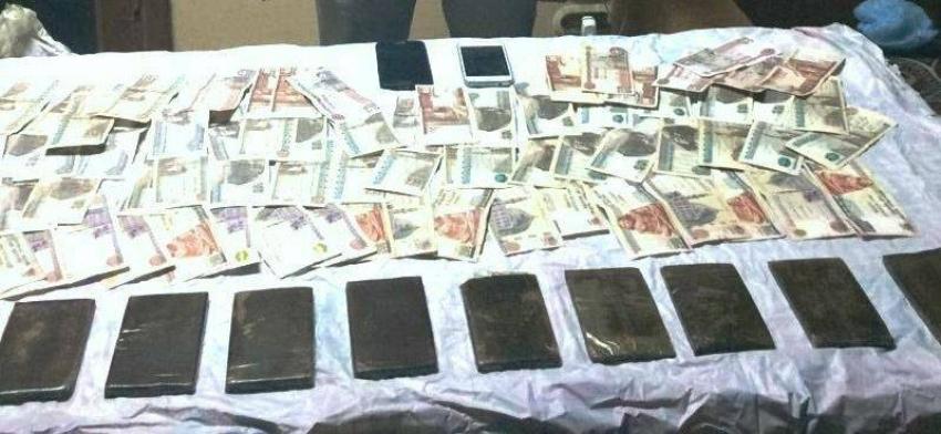 مكافحة المخدرات بالسويس تضبط تاجر مخدرات الجناين بـ 10 طرب حشيش والنيابة تقرر حبسه 15 يوما