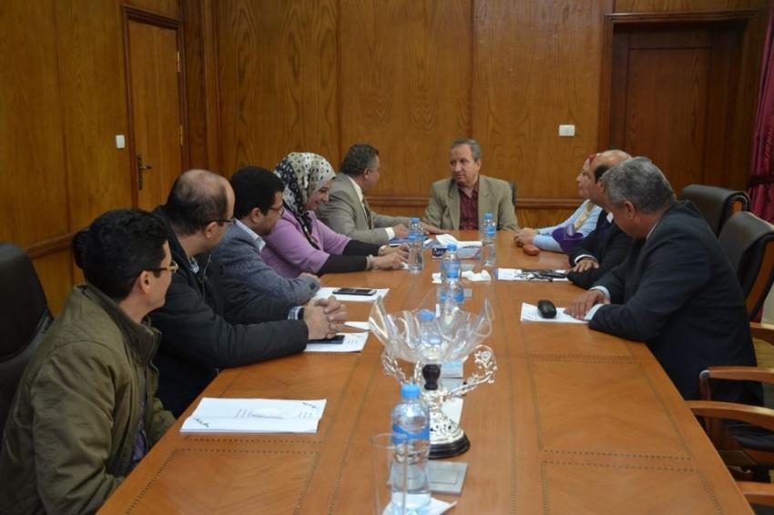 الشرقاوي يرأس اجتماع مجلس كلية الثروة السمكية بجامعة السويس