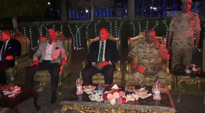 محافظا السويس والبحر الأحمر  على مائدة إفطار الجيش الثالث