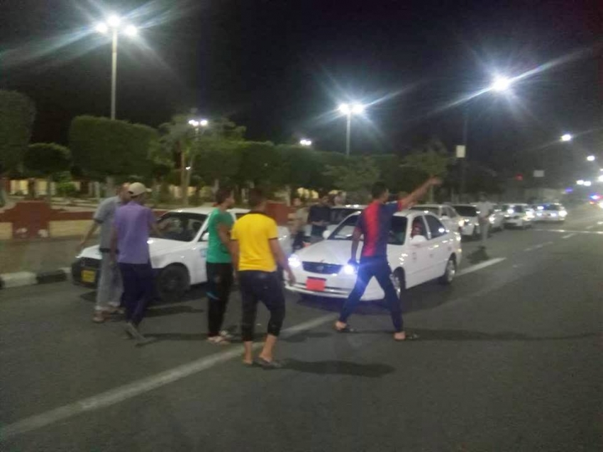 صورة اليوم :اضراب سائقى التاكسي بالسويس .. بسبب التعريفة الجديدة