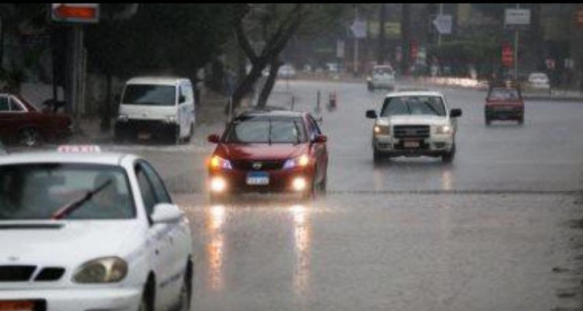 سقوط أمطار خفيفة على القاهرة والجيزة.. والأرصاد تتوقع استمرارها للغد