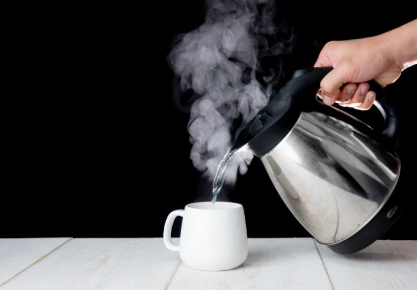 أضرار استخدام «الكاتيل» في عمل الشاي