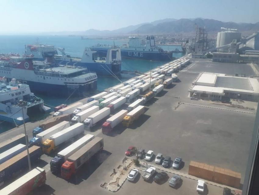 تداول 553 شاحنة و45 سيارة بموانئ البحر الاحمر