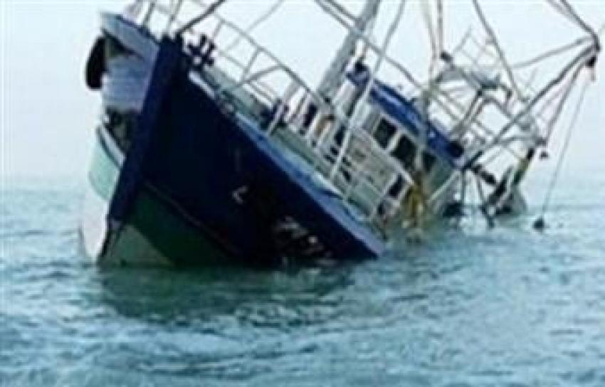 شحوط مركب صيد وعلى متنها 24 صيادا بالجمشة شمال الغردقة وسحب المركب الى أزق السويس