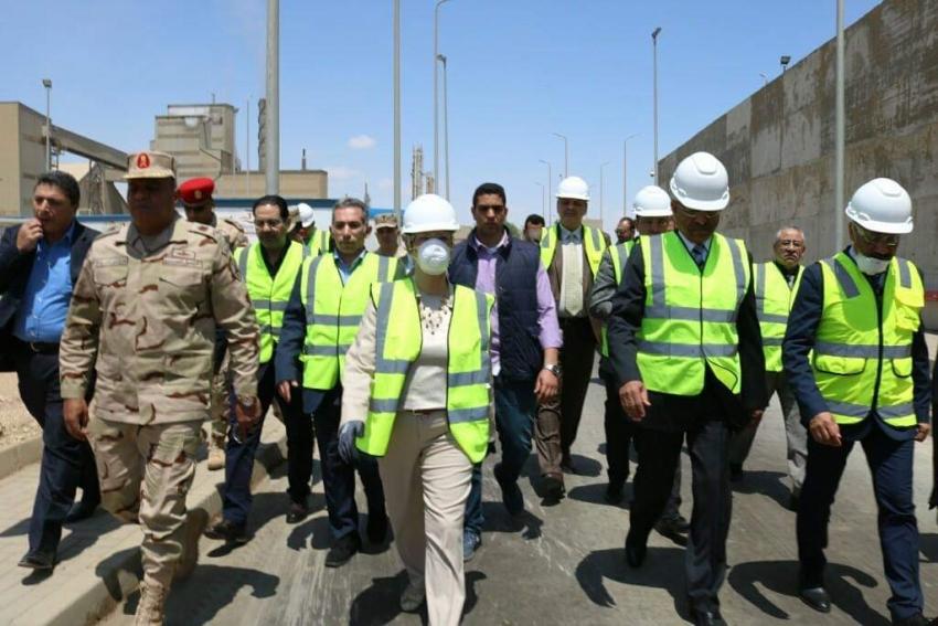 محافظ السويس و وزير البيئة يتابعان خطوات تدوير القمامة بالمصنع الجديد  ..