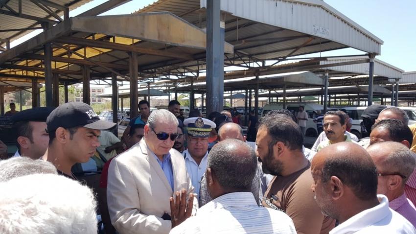 صور .. مدير امن السويس يتفقد قوات مواقف سيارات الاجره
