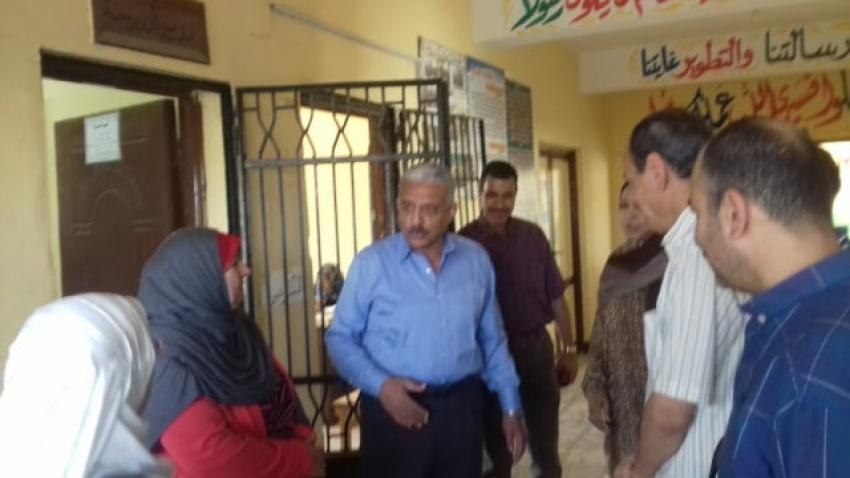 محافظ السويس يتفقد مدرسة 24 أكتوبر الابتدائية بحي فيصل