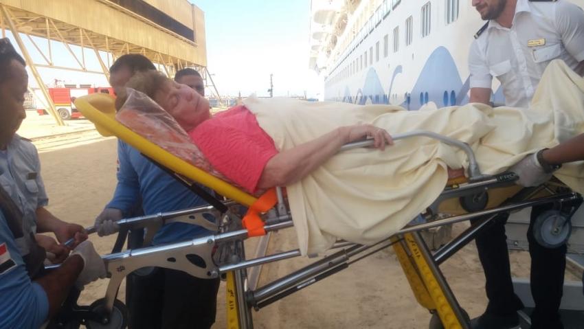 رئيس هيئة موانى البحر الاحمر يتدخل لاستقبال حالات مرضية طارئة على السفينة السياحية AID Aprima