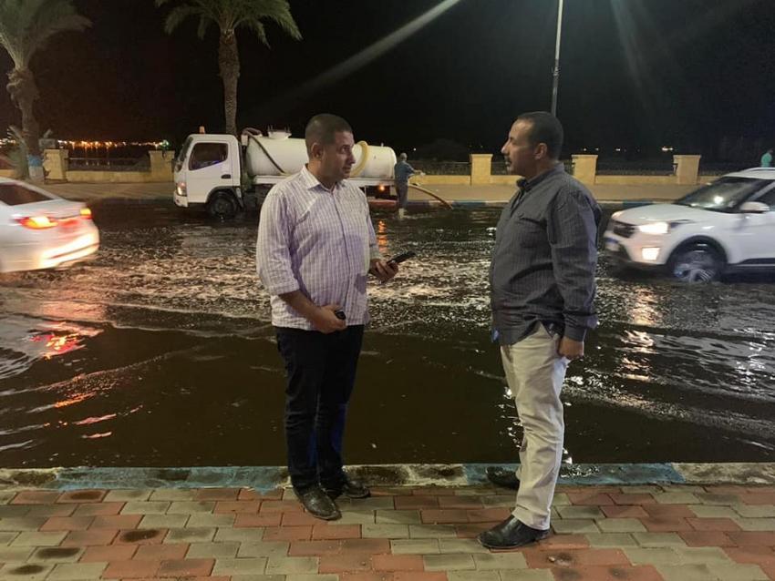 متابعة عمل محطة الصرف الصحي وشفط المياه من شوارع السويس