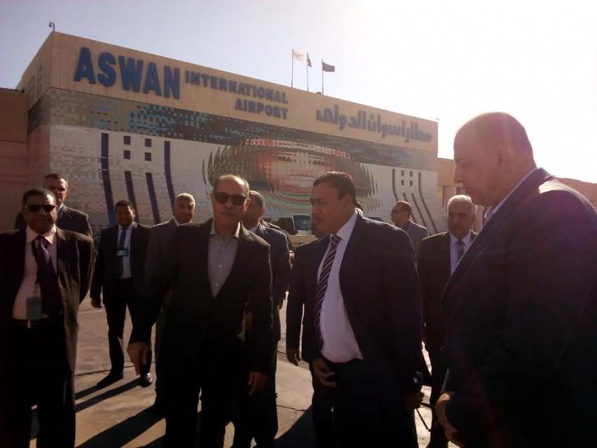 وزير الطيران المدنى يتفقد مطار أسوان الدولى استعدادا لإستقبال ضيوف مصر فى مؤتمر السلام والتنمية المستدامة