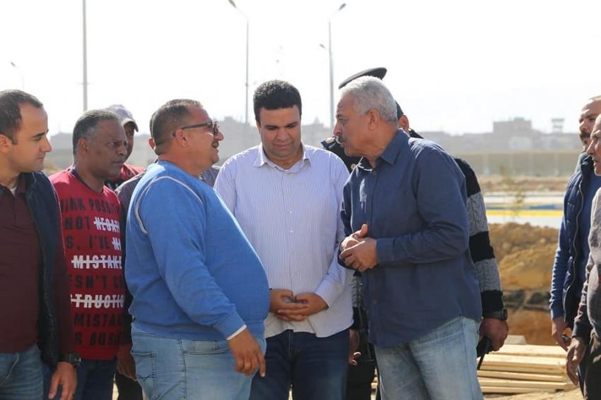 محافظ السويس يتفقد اعمال ازدواج طريق الخدمة ويتابع اعمال الصرف الصحي بنطاق حي فيصل