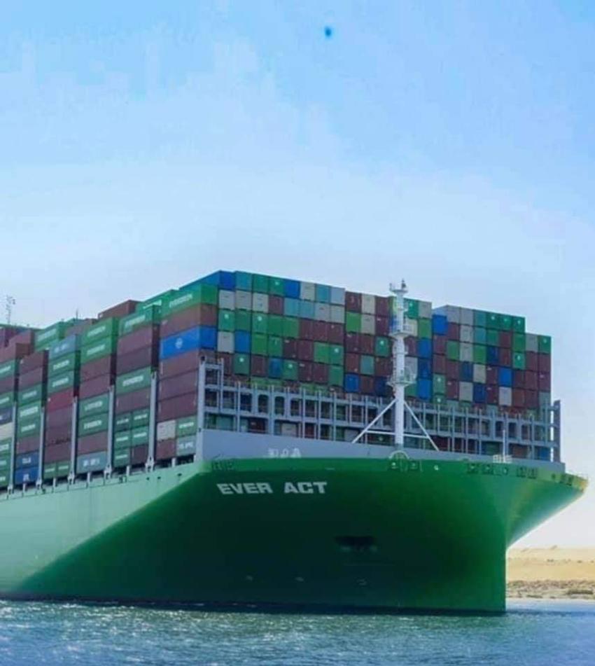 عبوراكبر سفينة حاويات فى العالم قناة السويس