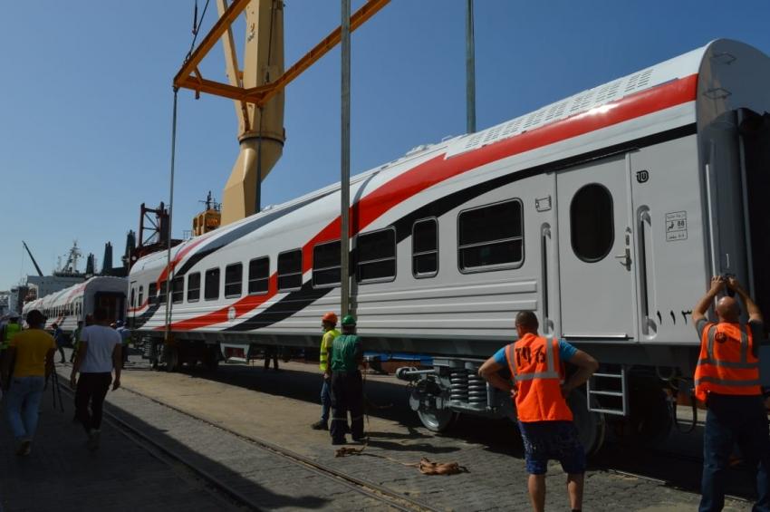 وزير النقل يعلن وصول دفعة جديدة من عربات ركاب السكك الحديدية الجديدة بإجمالي 18عربة