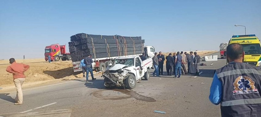 مصرع مواطن وإصابة ٣ اخرين في حادث تصادم ثلاثة سيارات بطريق عيون موسى