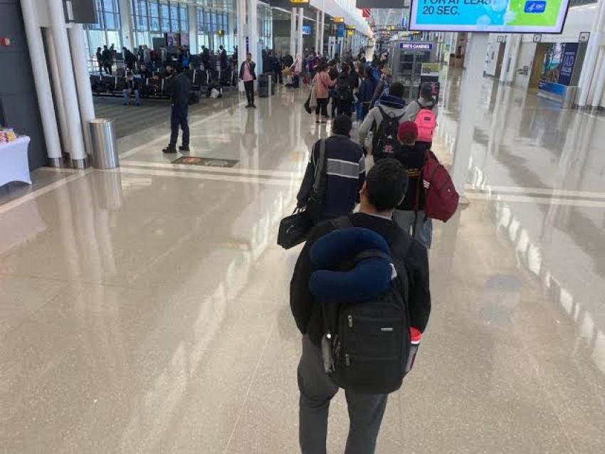 وصول طائرة المصريين العالقين في أمريكا إلى مطار مرسى علم