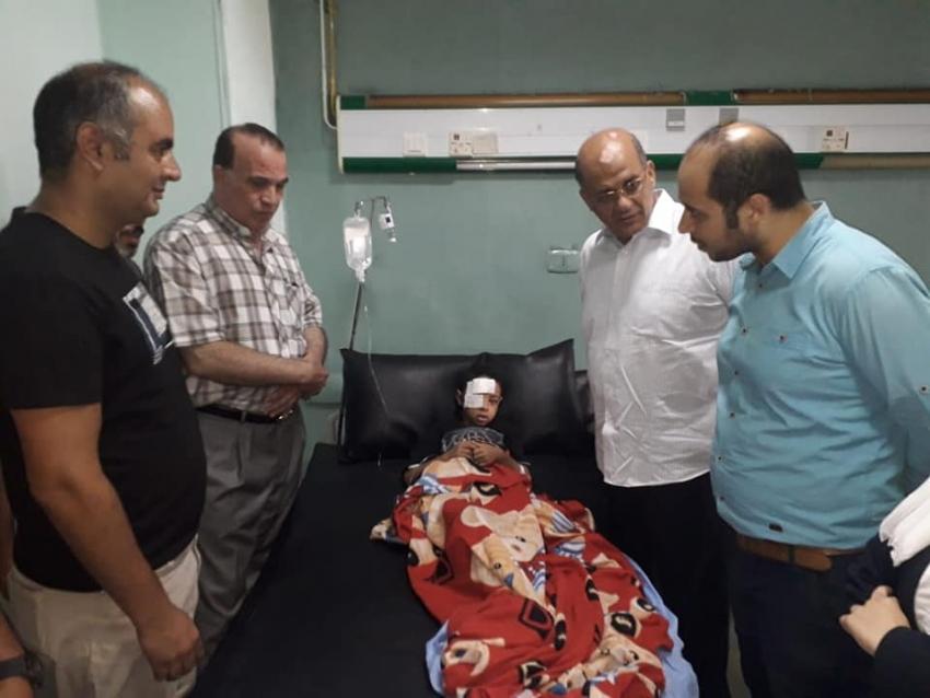 النائب طارق متولي يطمئن على مصابي حادث رينيسانس  بمستشفى التأمين الصحي