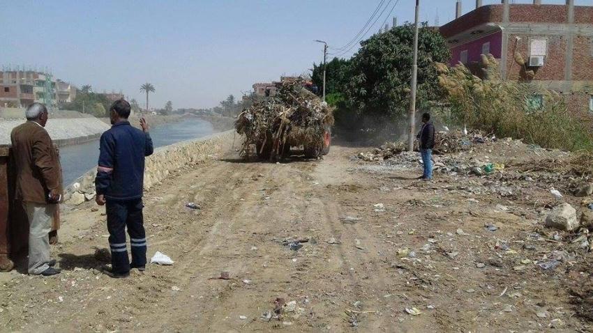 رصف طرق ونظافة طريق الترعة وانشاءات بمحطة مياه ابو عارف بحي الجناين محافظة السويس