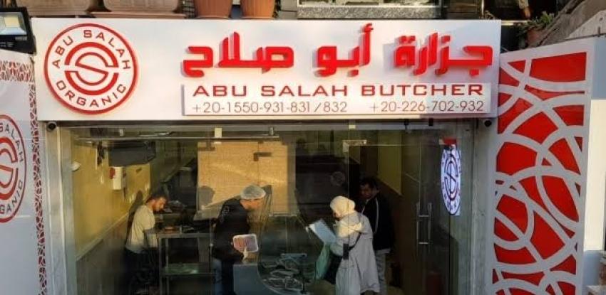 """افتتاح جزارة والد محمد صلاح.. والزباين: """"جايين على السمعة"""