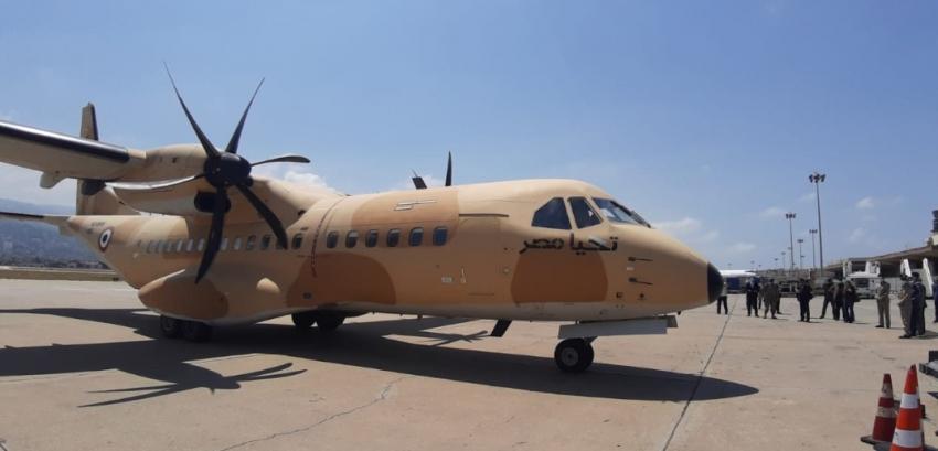 وصول طائرة عسكرية مصرية إلى بيروت بفريق من الأطباء والجراحين والمواد الغذائية والأدوية ومستلزمات الإغاثة