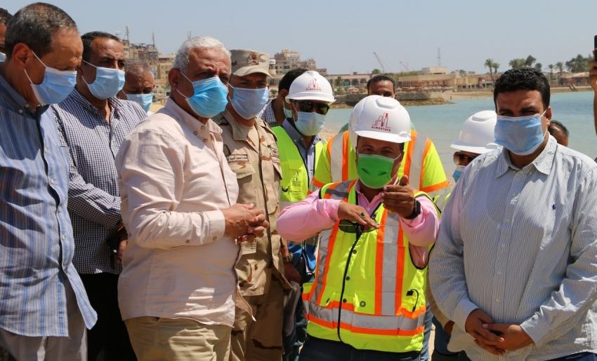 محافظ السويس يتفقد أعمال تطوير منطقتي الكورنيش والشاليهات