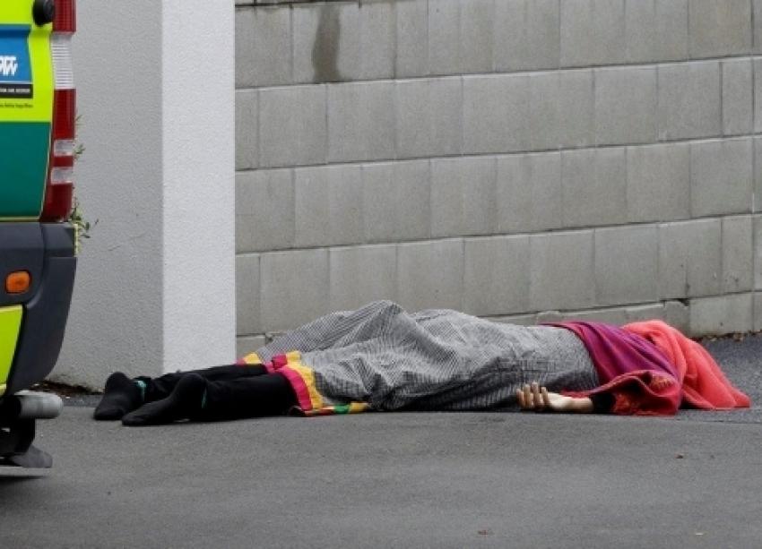 """الشرطة النيوزيلندية تضبط 4 أشخاص من منفذي الهجوم على مسجد """"النور""""و ارتفاع الضحايا  27 شهيد"""