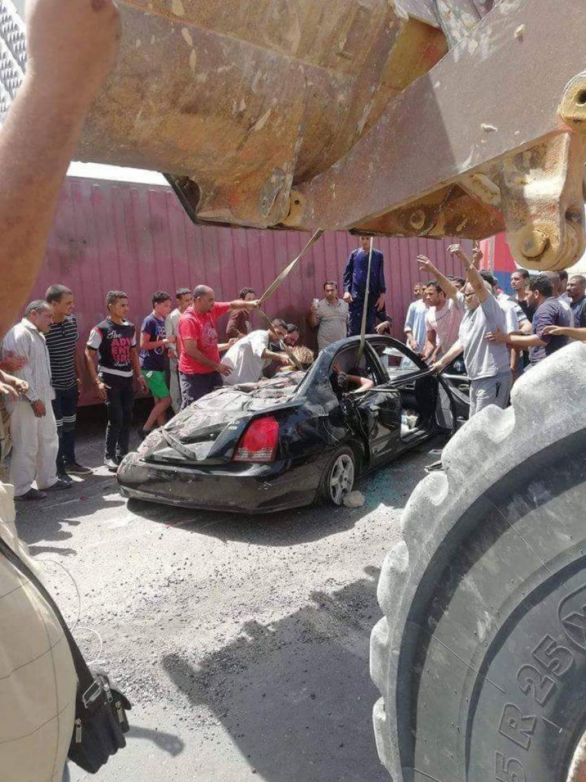وفاة طفل متأثرا باصابته في حادث سقوط كونتنر على سيارة ملاكي بطريق السويس_ السخنة