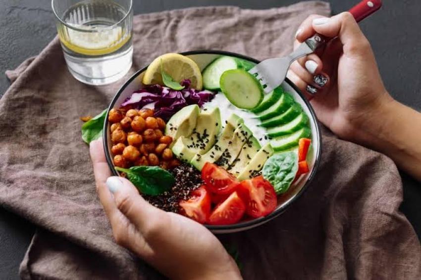 6 خطوات صحية وغذائية بعد انتهاء العيد ورمضان