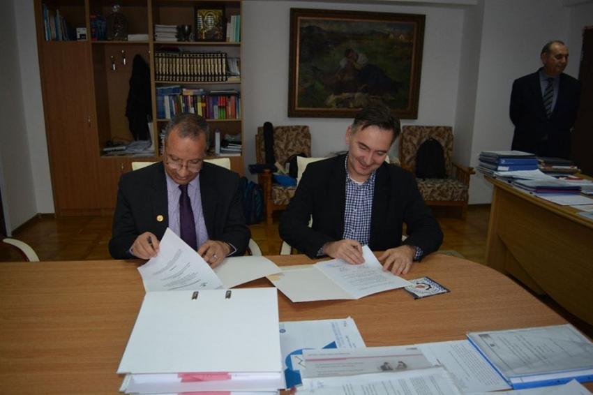 توقيع بروتوكول تعاون بين جامعة السويس وجامعة كلوج - نابوكا الرومانية