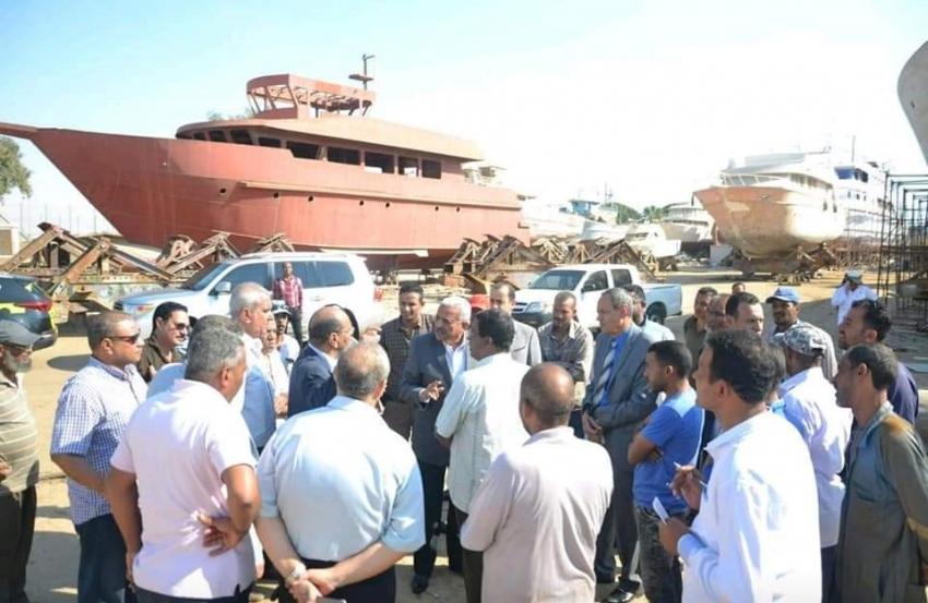 صقر يشدد علي سرعة تطوير مرسي السلخانة وقزق السويس الميكانيكي