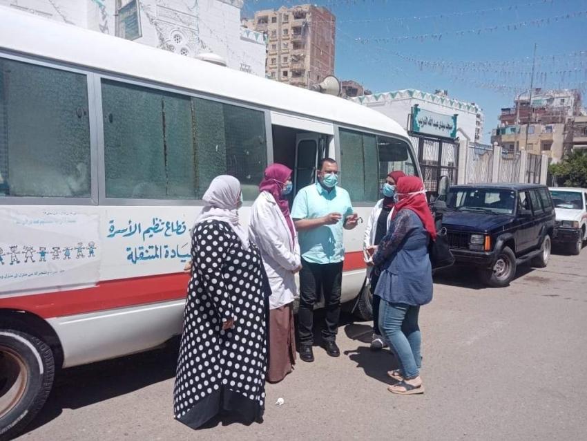 الحفناوي يتابع  سير العمل ب اتوبيس التوعية وحملة حقك تنظمي بأماكن تواجدهم بمنطقة الغريب