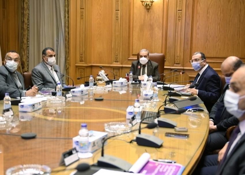 """وزير الدولة للإنتاج الحربي"""" يستقبل وفد شركة """"إنفرا وان"""" لبحث أوجه التعاون المشترك."""