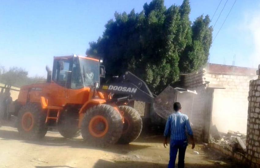 إزالة تعديات بمنطقة ابو سيال بحي الجناين علي مساحة 16.8 الف متر
