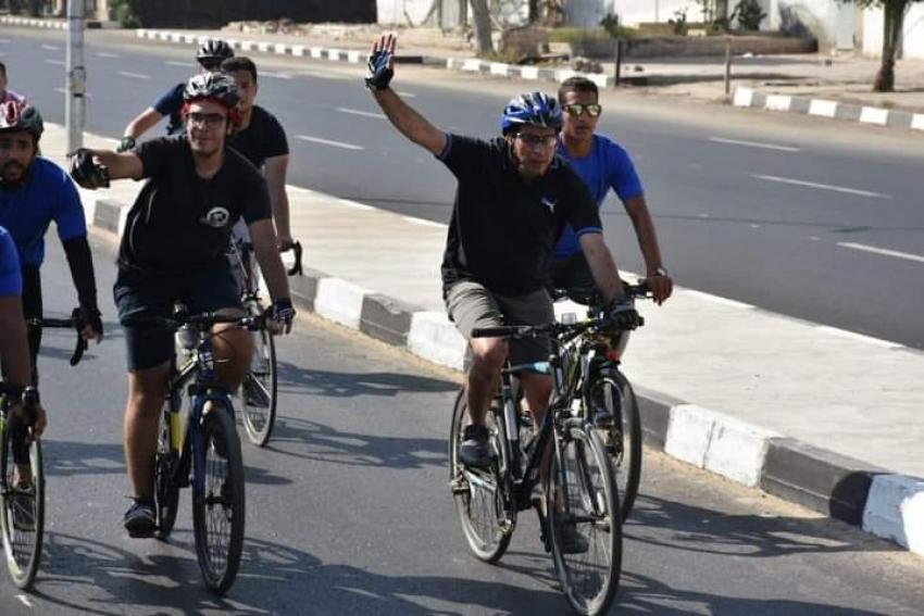 الدكتور اشرف صبحى يشارك ٥٠٠ متسابق من الشباب في ماراثون الدراجات الهوائية