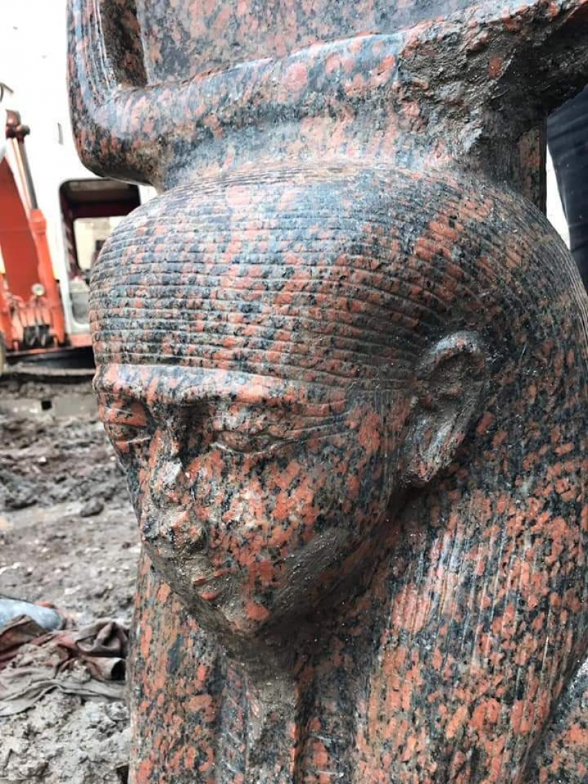 وزارة الاثار: كشف اثري لتمثال ملكي نادر  بميت رهينة