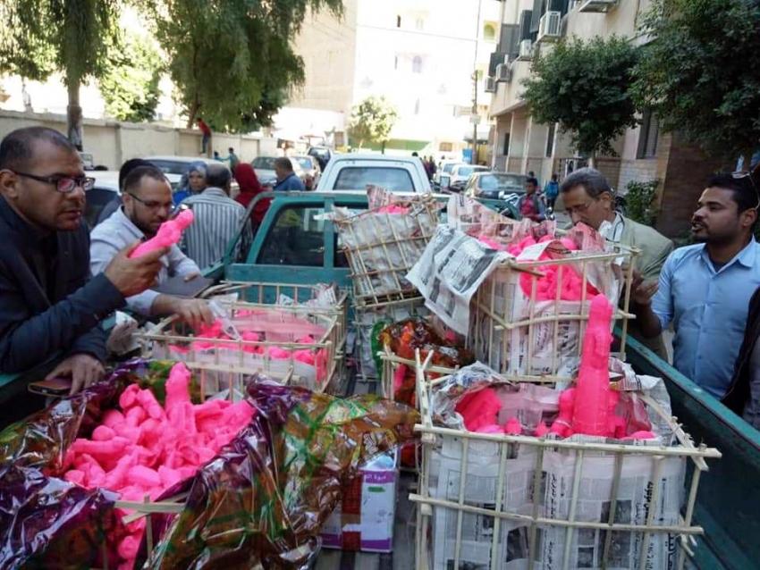 إعدام 206 كجم حلوى المولد غير صالحة للاستهلاك فى أسواق سوهاج