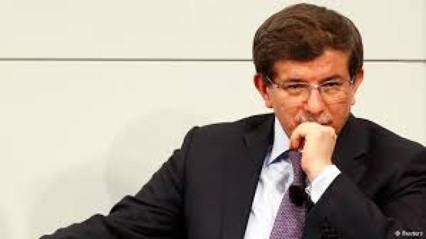 """حزب أردوغان يقرر """"عزل أحمد داوود أوغلو"""" أحد مؤسسيه بسبب انتقادات الرئيس"""