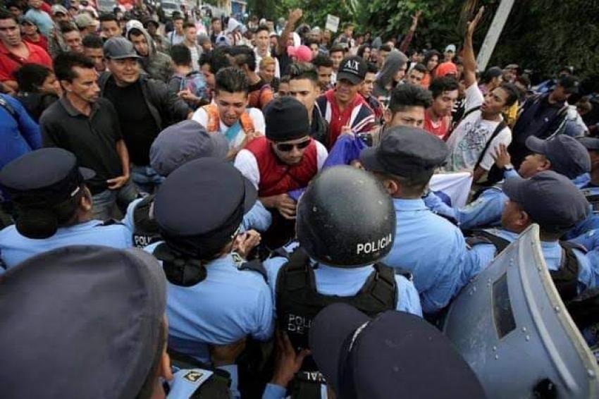 آلاف المهاجرين يتجهون لأمريكا.. وترامب يهدد بالجيش
