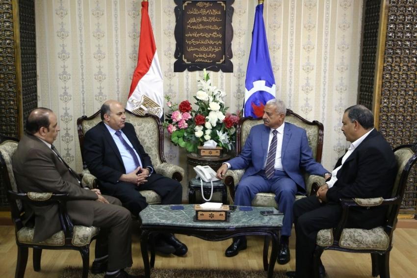 محافظ السويس ونائب المصرية للاتصالات يبحثا الإعداد لتنفيذ التحول الرقمى بالمحافظة