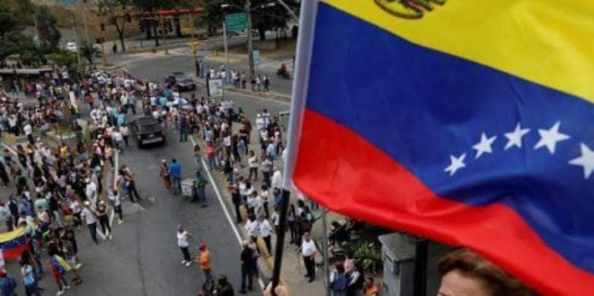 الولايات المتحدة الأمريكية تحث مواطنيها على مغادرة فنزويلا